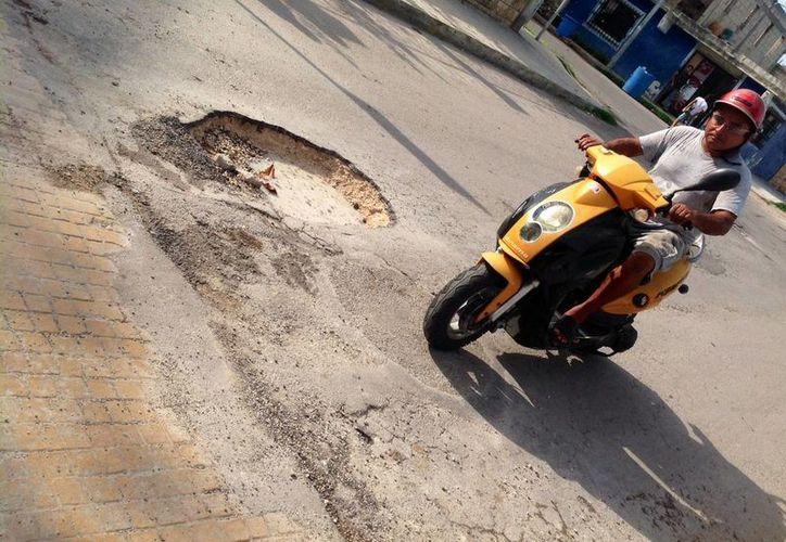Las labores de reparación de calles dañadas serán concluidas cuando cesen las lluvias.  (Octavio Martínez/SIPSE)
