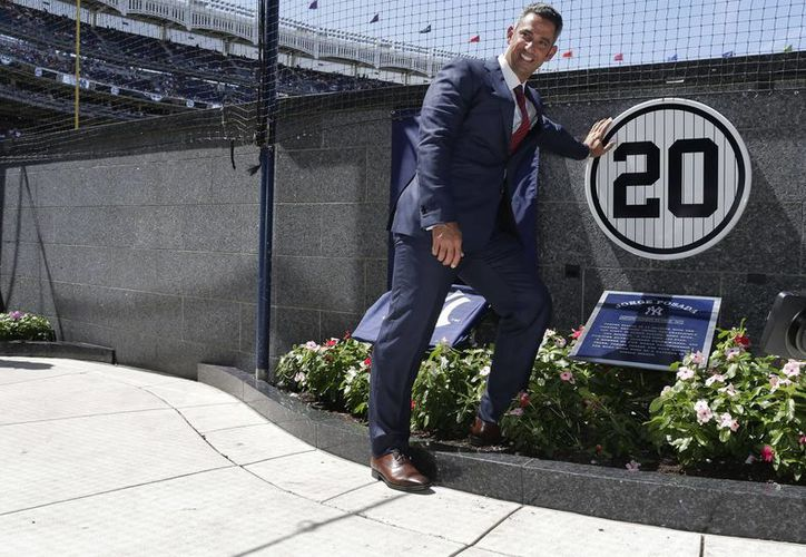 Esta sábado, Jorge Posada develó una placa en el Monument Park como un reconocimiento a los 17 años de trayectoria que tuvo con los Yankees. (AP)