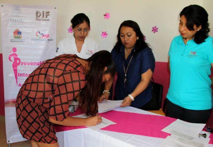 El DIF municipal realizó el pago de becas a las beneficiarias. (Cortesía/SIPSE)