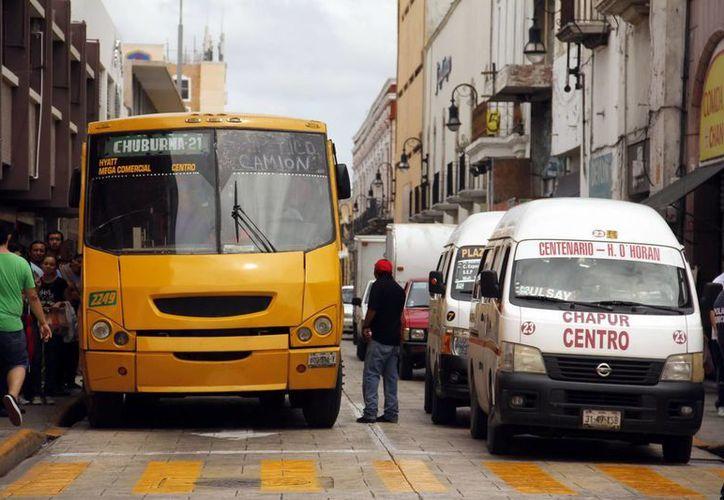 Desde las cuatro de la madrugada hasta las 13:00 horas, combis y camiones harán sus paradas en lugares distintos a los acostumbrados. (Juan Albornoz/SIPSE)