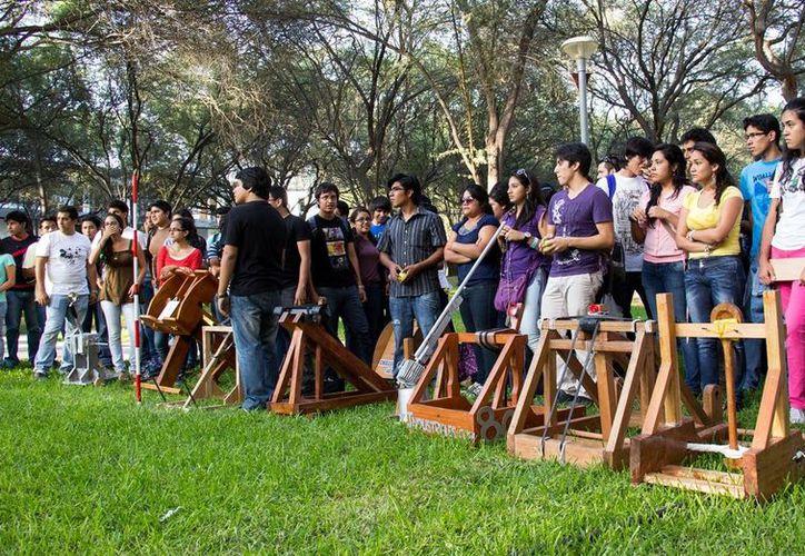 24 equipos del área de Procesos Industriales participaron en el concurso de catapultas de la UTM. (beta.udep.edu.pe/Foto de contexto)
