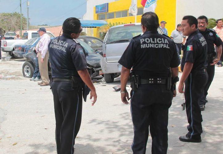 Cuando ocurre un accidente en el que hay un turista que no habla español, los peritos deben esperar a que alguien les traduzca.  (Gustavo Villegas/SIPSE)