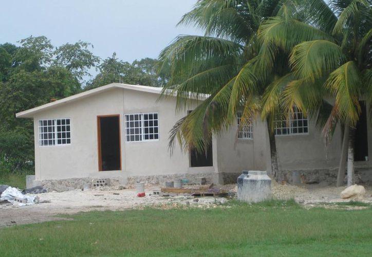 Las construcciones se encuentran casi terminadas y sólo falta dotarlas de loza, ventanas, puertas, aire acondicionado y equipos para baño. (Javier Ortiz/SIPSE)