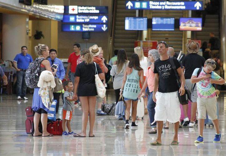 La aerolínea mexicana que encabeza la transportación de turistas a Cancún es Aeroméxico. (Sergio Orozco/SIPSE)
