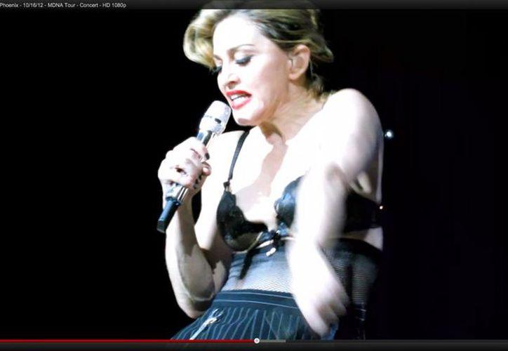 Madonna reunió 60 mil dólares al mostrar su trasero. (Agencia Reforma)