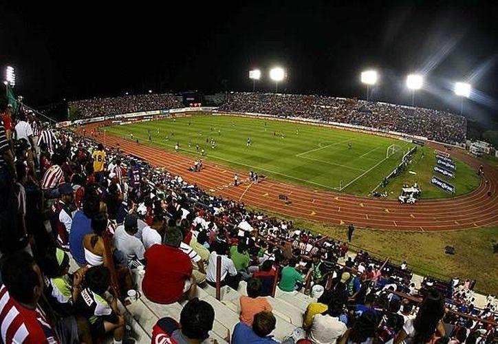 Los aficionados deberán llevar al estadio Andrés Quintana Roo  diversos víveres, como arroz, frijol, atún, sardina, entre otros. (Foto de Contexto/Internet)