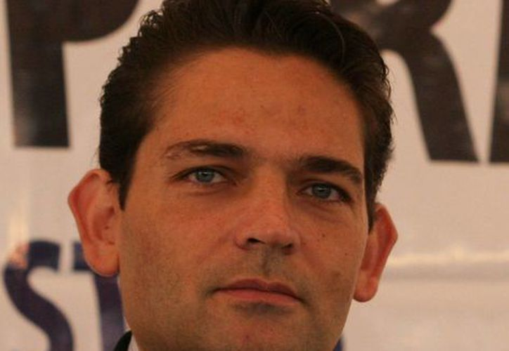 Juan Camilo Mouriño impuso gente en Pemex y el IMSS, asegura el dirigente del PRD en Campeche. (asisucede.com.mx)