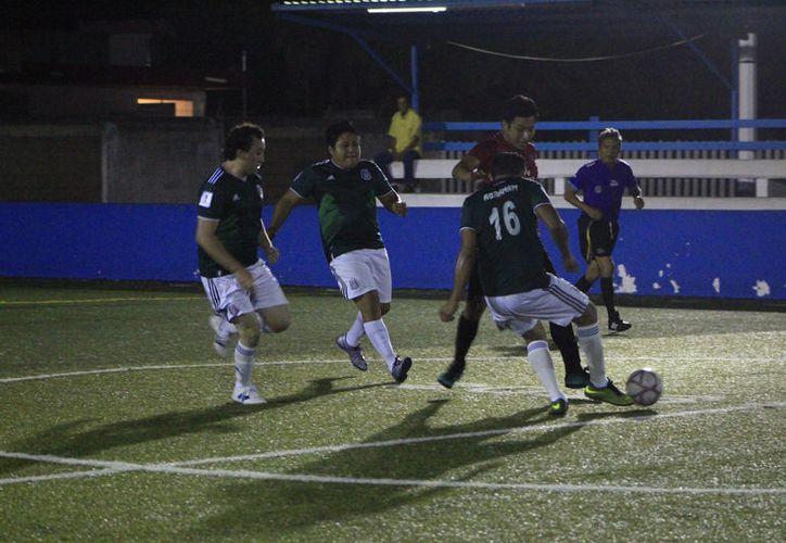 Grandes encuentros arrancó el Torneo de Verano, de la Liga de Fútbol Rápido de la Unidad Deportiva José Guadalupe Romero Molina. (Miguel Maldonado/SIPSE)