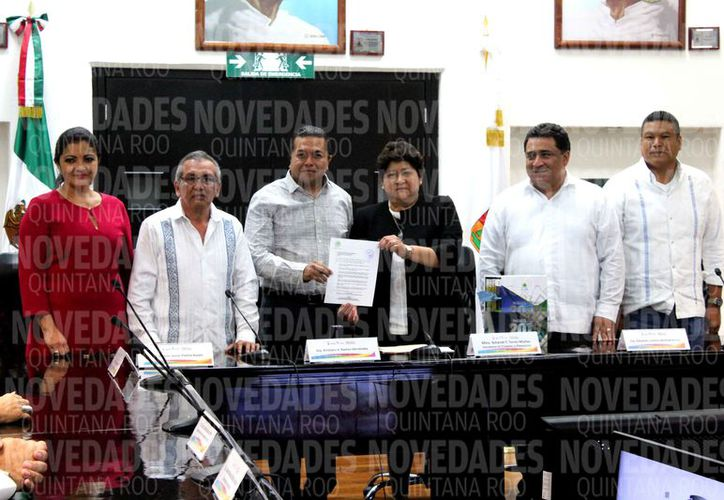 Los órganos autónomos y municipios entregaron los documentos. (Joel Zamora/SIPSE)