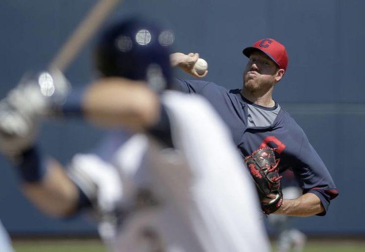 Pitches cada vez más efectivos son algunas de las razones por las que las pelotas cada vez superan menos la cerca. (Foto: AP)