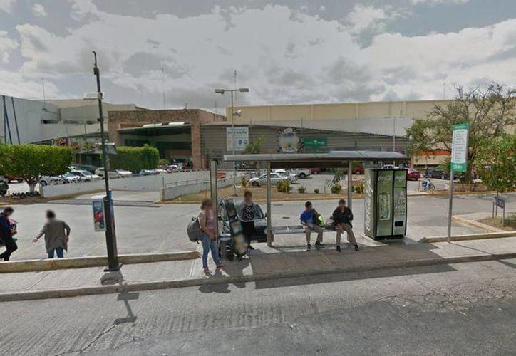 El robo cometido por las cuatro mujeres fue realizado en un supermercado de Plaza las Américas. Foto de contexto. (google.com.mx/maps)