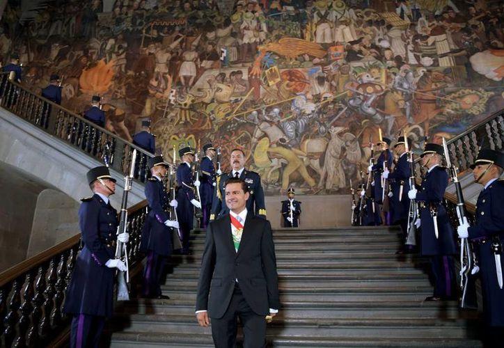 Peña Nieto dio un mensaje desde Palacio Nacional con motivo de su Tercer Informe de Gobierno. Horas antes, el secretario de Gobernación entregó en el Congreso el documento oficial del mismo. (Presidencia)
