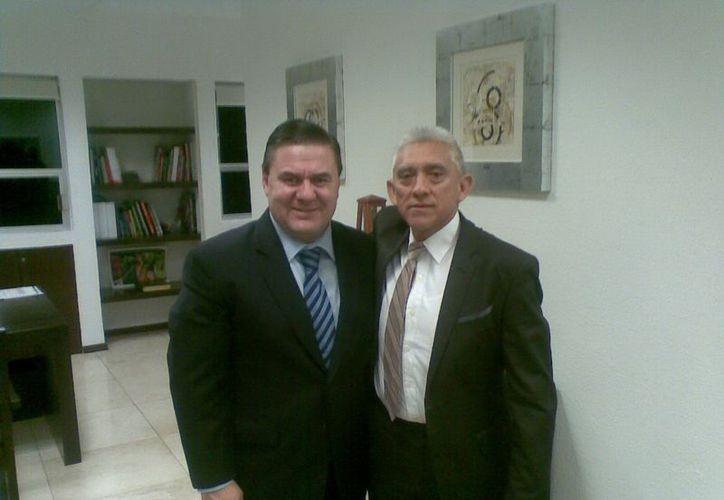 Jesús Mena, director de Conade, con Juan Sosa, responsable del IDEY. (SIPSE)