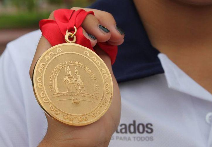 El esfuerzo y disciplina de Nahomi Hoyos Domínguez fueron tasados por las autoridades en no más de cuatro mil pesos. (Harold Alcocer/SIPSE)