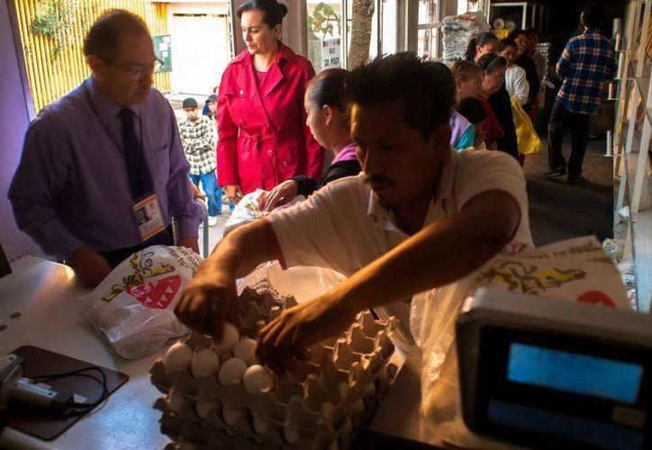 Según la Profeco el kilo de huevo cuesta 27.30 pesos como mínimo y 27.50 pesos como máximo a mivel nacional. (Notimex)