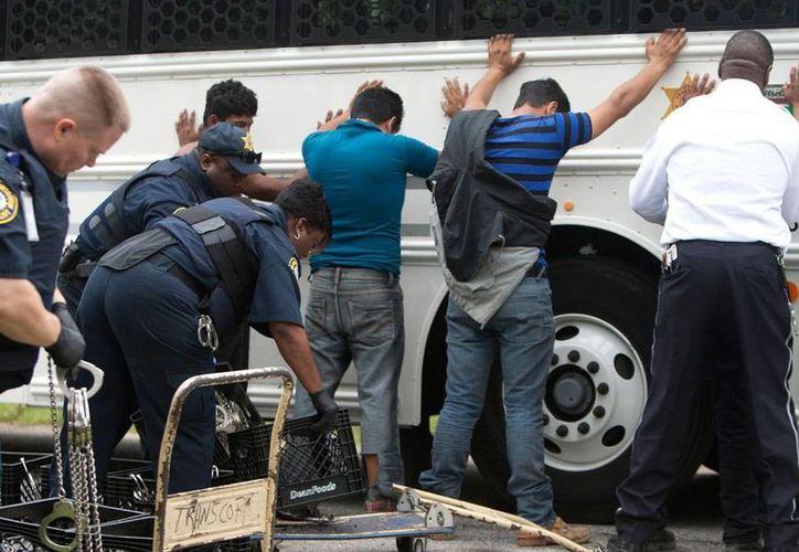 Además de rescatar a 12 migrantes centroamericanos plagiados en un hotel en Tuxtla Gutiérrez, fue posible arrestar a dos personas. (AP/Foto de contexto)