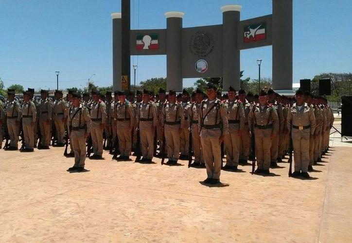 Contingente del SMN que juró bandera esta mañana en el parque Centenario del Ejército en la ciudad industrial. (Milenio Novedades)