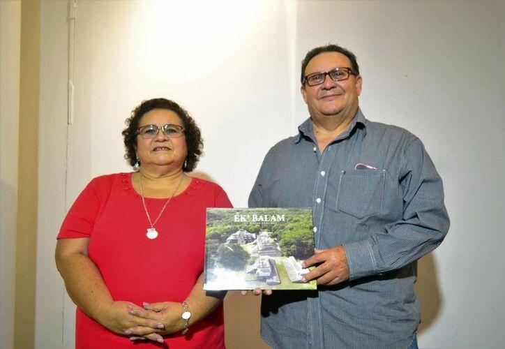 Los arqueólogos Leticia Vargas y Víctor Castillo, autores de la edición. (Milenio Novedades)