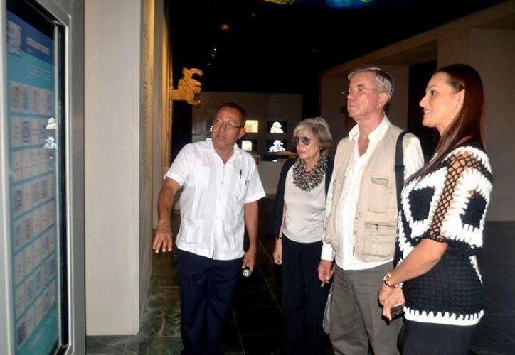 Miembros de la embajada de Italia en México visitaron el Museo de la Cultura Maya de Chetumal. (Redacción/SIPSE)