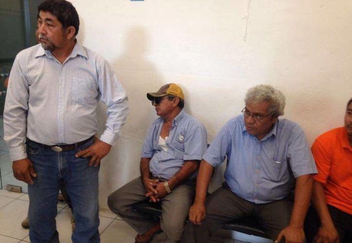 Concesionarios de la ruta Chicxulub-Progreso se reunieron a puerta cerrada con el alcalde José Cortés Góngora. (Gerardo Keb/Milenio Novedades)