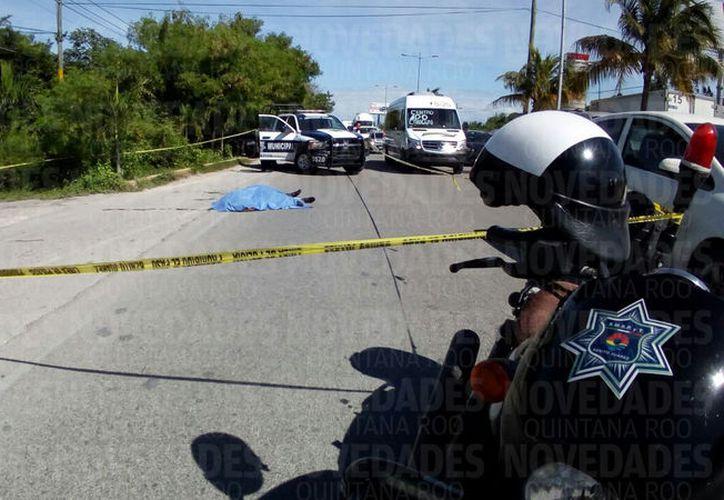 Tres vehículos se vieron involucrados en el accidente que dejó una persona muerta en la Colosio. (Foto: Eric Galindo)