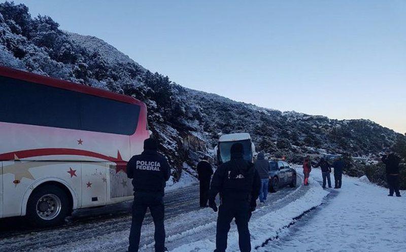 Prevén más nevadas en Sonora, cierran carretera