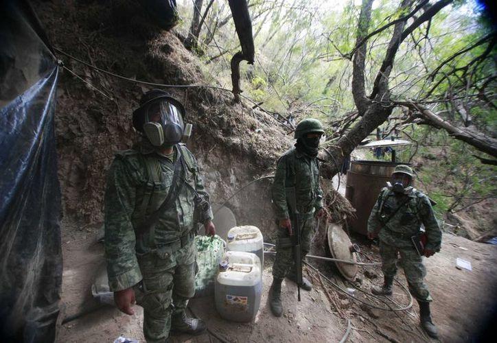 En la imagen, el Ejército desmantela un narcolaboratorio en Jalisco. (Archivo/Notimex)