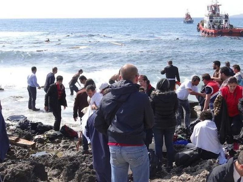 Migrants who traveled to Greek islands off the Turkish coast were restricted in where they could. (Internet)