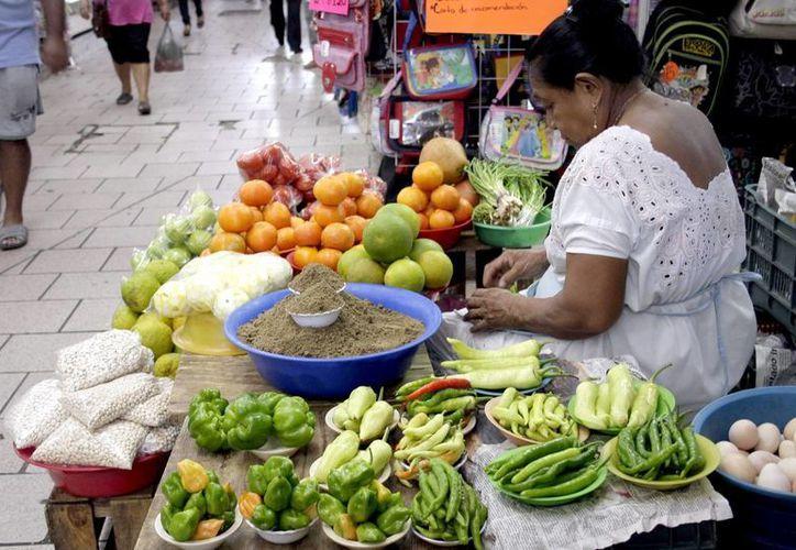 Las frutas y las verduras locales que se venden en los mercados, son esenciales en la dieta del Plato del Bien Comer Maya. (Milenio Novedades)