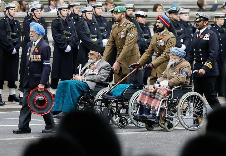 En Londres se dieron cita funcionarios, combatientes y ex combatientes para homenajear a los militares ingleses caídos en guerras. (Fotos: excelsior.com.mx)