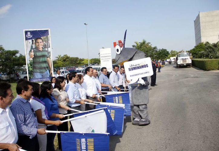 El Ayuntamiento de Mérida comenzó este lunes la sustitución de lámparas del alumbrado público. (Juan Carlos Albornoz/SIPSE)