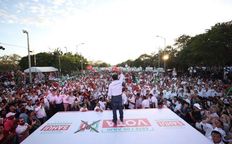 El triunfo lo construimos en cada contacto con los yucatecos que ven en nuestro proyecto certidumbre para el futuro de la entidad: Mauricio Sahuí. (Milenio Novedades)