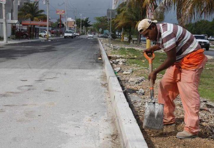 Entre los proyectos contemplados se encuentra la construcción de banquetas. (Archivo/SIPSE)