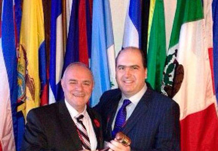 Raúl Torre Gamboa (der.) es el nuevo presidente de la Asociación Americana de Autoridades Portuarias (AAPA). (Óscar Pérez/SIPSE)