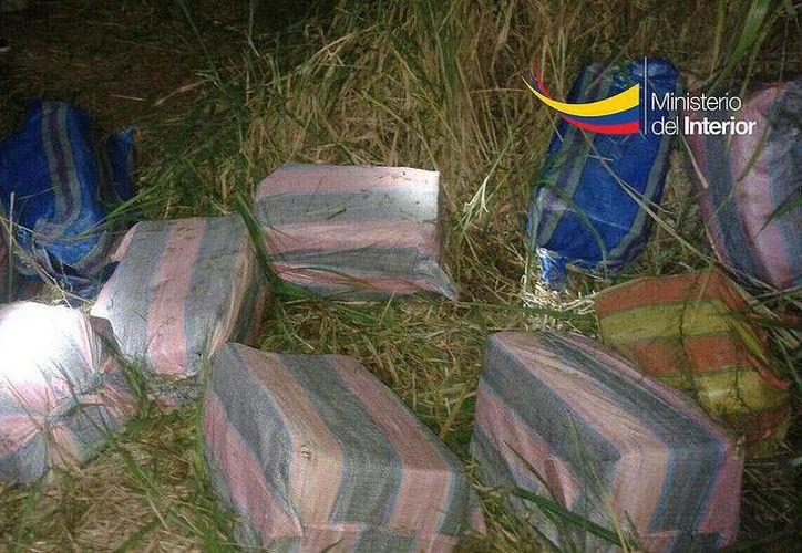 La droga fue encontrada en una playa de la pequeña población de Montalvo, al norte de Ecuador. (ministeriointerior.gob.ec)