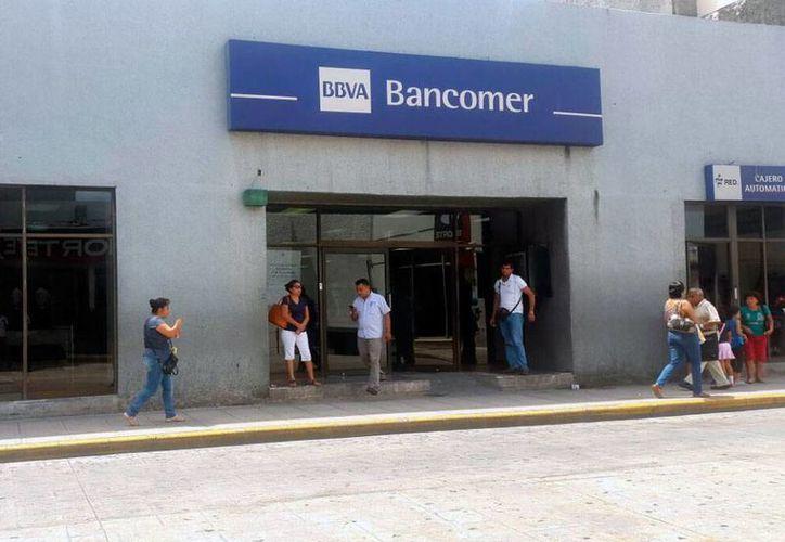 Los bancos operarán con normalidad el 15 de septiembre y reanudarán operaciones el lunes 19 de septiembre. (Foto: Cristian Cuxín/SIPSE.com)