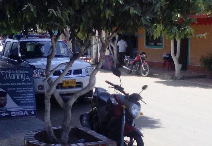 Los usuarios de Twitter publicaron imágenes del lugar donde fueron atacados los agentes en Tibu. (twitter.com/andresForeroG)