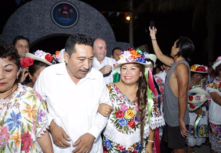 Romi Dzul Caamal, Presidenta Municipal apoya la difusión de las tradiciones mayas. (Foto: Redacción/SIPSE)