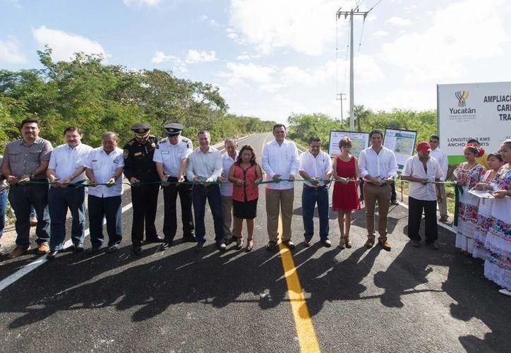 El gobernador Rolando Zapata Bello entregó los trabajos de reconstrucción. (Cortesía)