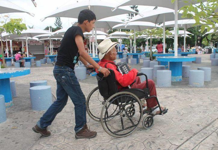 La Asociación de Hoteles de Cancún (AHC) cuenta con un programa al respecto para dar oportunidad laboral a este sector de la población. (Hugo Zúñiga/SIPSE)