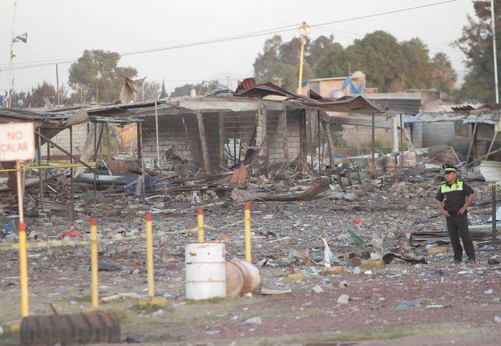 La explosión en el mercado de San Pablito en Tultepec destruyó la mayoría de los puestos. (Notimex)
