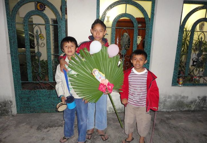 La tradicional ramada yucateca comienza hoy, en donde un grupo de niños pasa de casa en casa para pedir su 'aguinaldo'. (Milenio Novedades)