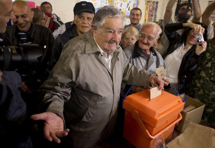 El actual jefe del Estado, José Mujica, dejará el cargo a quien resulte ganador de la contienda de este domingo: Tabaré Vázquez o Luis Lacalle. (AP)