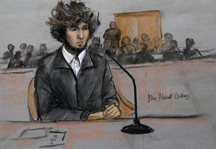 Más de 30 víctimas del atentado y sus familiares describieron el impacto del ataque en sus vidas ante un juez antes de dictar sentencia formal a muerte a Dzhokhar Tsarnaev. Dibujo de la corte realizado en diciembre de 2014 cuando fue la audiencia final antes del juicio. (Jane Flavell Collins via AP, Archivo)