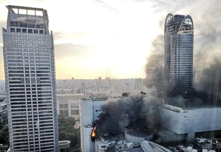 El incendio provocó un caos en la ciudad, impidiendo el tránsito de los equipos de emergencia. (Twitter / @NeangA)