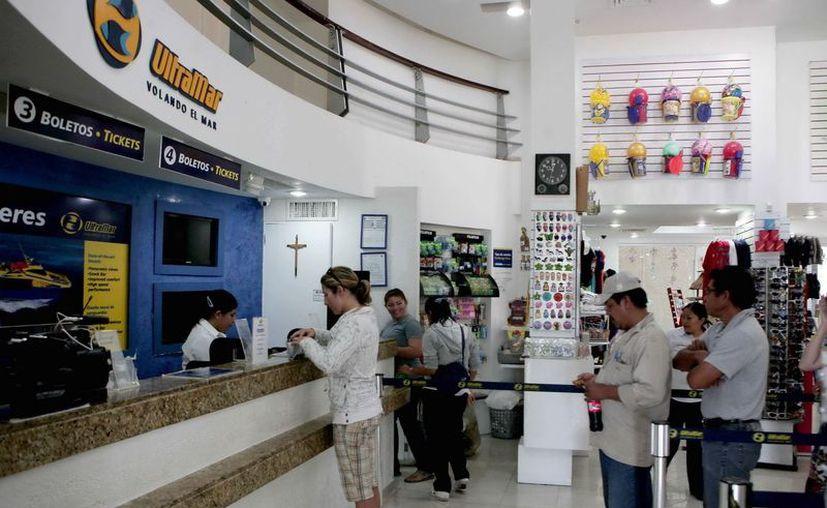 Buena afluencia de pasajeros a Isla Mujeres de enero a noviembre del 2012. (Cortesía/SIPSE)