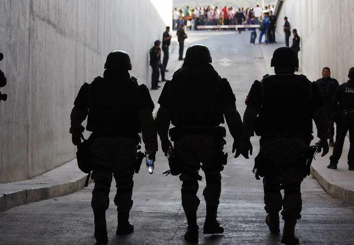 Según el secretario de Seguridad Pública de Hidalgo, algunos policías presentan los exámenes de confianza después de largos turnos de trabajo, lo que afecta su desempeño. (Notimex/Foto de contexto)