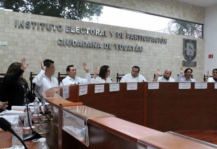Los consejeros del Iepac aprobaron un acuerdo de las tres reglas de neutralidad para las elecciones de 2015. (Milenio Novedades)