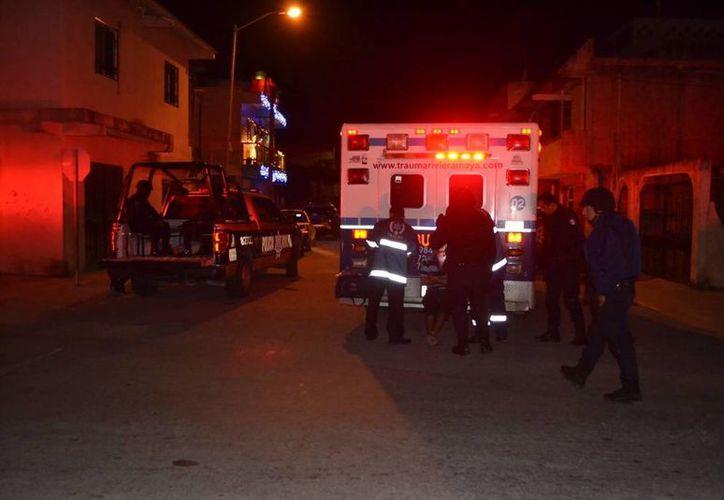 El agresor fue detenido; el herido no quiso ser trasladado a un hospital, fue atendido por paramédicos. (Redacción/SIPSE)