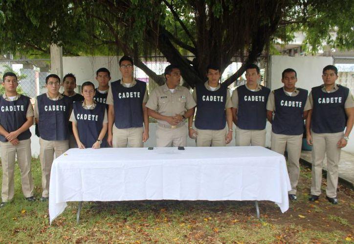 """Serán 10 los oficiales cadetes de la Escuela Náutica Mercante """"Fernando Siliceo y Torres"""" del puerto de Veracruz, quienes se integrarán a las labores. (Daniel Pacheco/SIPSE)"""